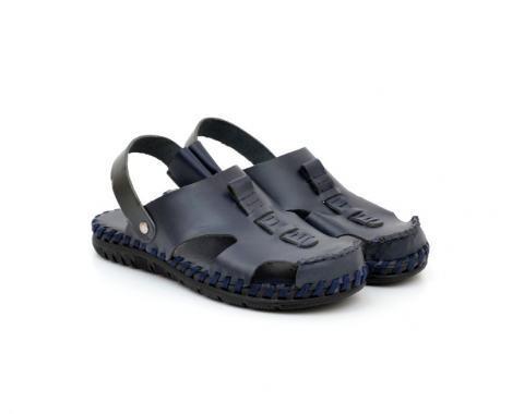 Затворени мъжки сандали